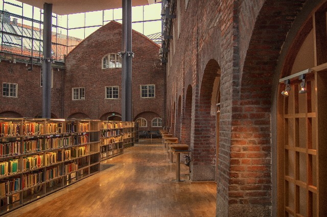 図書館は便利! 無料でも作者が損しないカラクリ